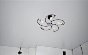 Люстра натяжной потолок картинки